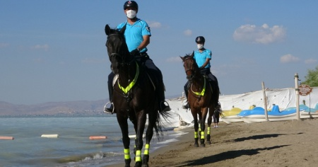 Van Gölü sahilleri atlı birliklere emanet