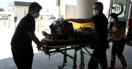 Yük treni hemzemin geçitte otomobile çarptı: 1 ölü, 1 yaralı