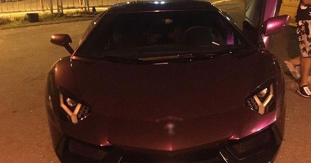Beyoğlu'nda karpuz satışı yapılan lüks otomobil trafikten men edildi
