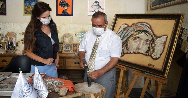 Çingene Kızı'nın benzer mozaiği İscehisar mermerinden yapılacak