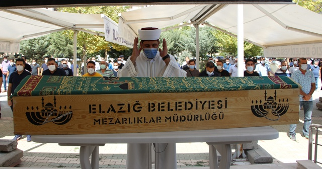 Elazığ'ın sevilen doktoru, son yolculuğuna uğurlandı