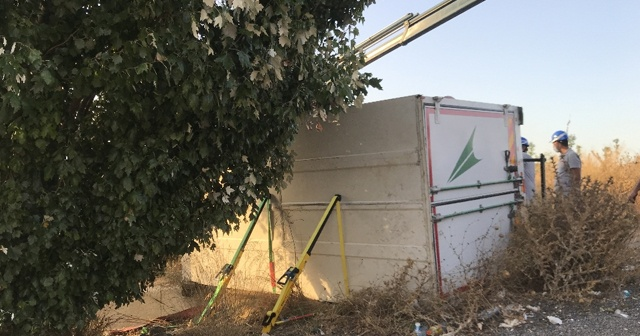 Freni tutmayan kamyonetin altında kalan sürücü öldü