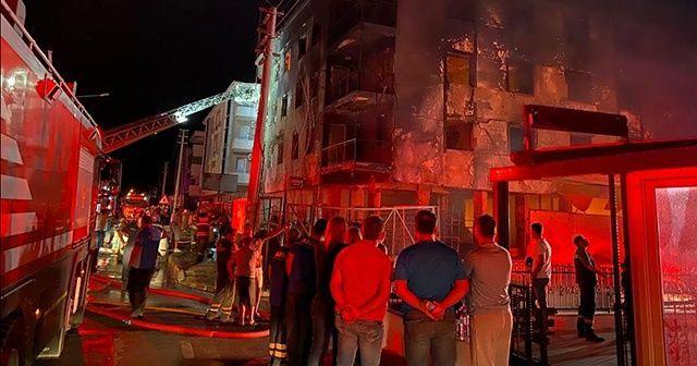 İzmir'deki yangında anne ve bebeği kurtarıldı