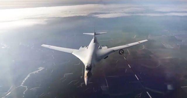 Rusya'nın uzun menzilli uçakları havada kalma rekoru kırdı