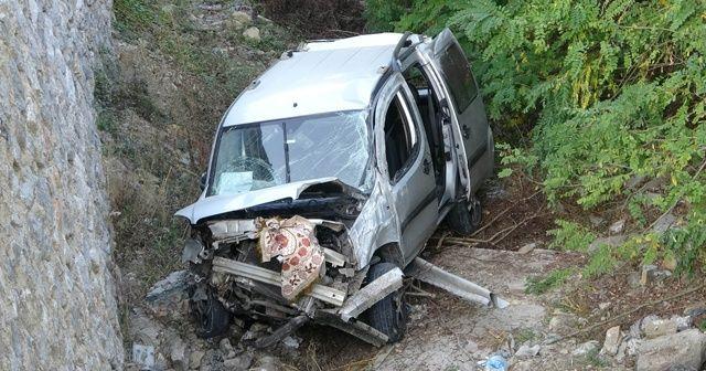Samsun'da hafif ticari araç şarampole yuvarlandı: 2 yaralı