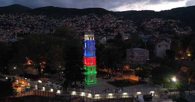 Tarihi Tophane Saat Kulesi Azerbaycan bayrağı renklerinde ışıklandırıldı