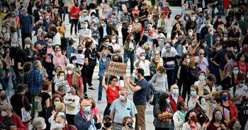 İspanya'da koronavirüs karantinaları protesto edildi
