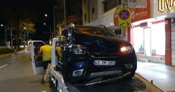 İzmir'de iki otomobil çarpıştı: 4 yaralı