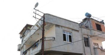 Kaçak elektrik çekmek isterken elektrik çarptı