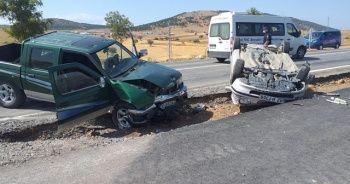 Konya'da kamyonetle otomobil çarpıştı: 3 yaralı