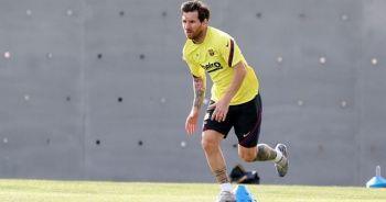 Messi, Barcelona'da kalma kararını kulüp yönetimini eleştirerek açıkladı