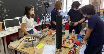 Öğretmen, öğrencileri ile 500 metre uçuş yapabilen roket üretti