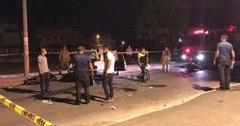 Yarış yapan motosikletlere otomobil çarptı: 1 ölü 4 yaralı