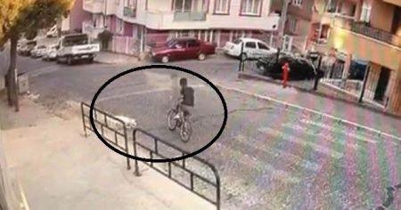 14 yaşındaki Halilcan, sokak köpeklerden kaçarken canından oldu