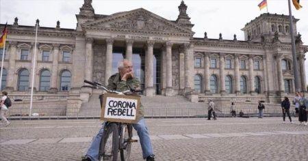 Almanya'da son 24 saatte 2143 Kovid-19 vakası tespit edildi