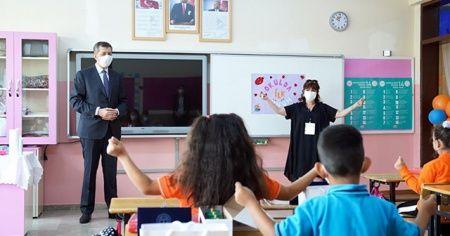 Bakan Selçuk, okullarda yüz yüze eğitimin ilk gününü değerlendirdi