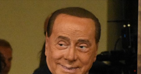 Berlusconi'nin Kovid-19 testi bir kez daha pozitif çıktı