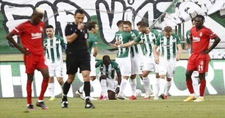 Beşiktaş, İttifak Holding Konyaspor deplasmanında faklı mağlup