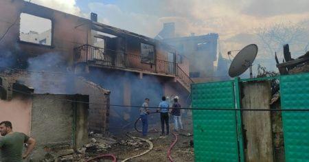 Bursa'da çıkan yangında 2 ev küle döndü