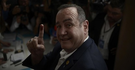 Guatemala Devlet Başkanı Giammattei'in Kovid-19 testi pozitif çıktı