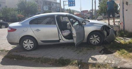 İki otomobil çarpıştı: 2 yaralı