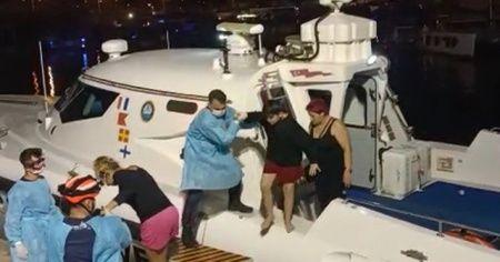 İzmir'de lastik bot içerisindeki 6 düzensiz göçmen kurtarıldı