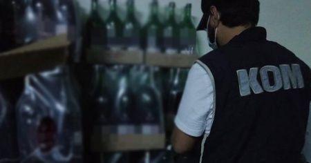 İzmir polisinden sahte içki operasyonu: 11 bin 583 şişe sahte içki ele geçirildi