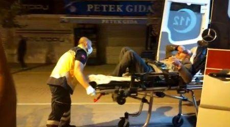 Kavga eden grup olaya müdahale eden polis ve bekçilere saldırdı