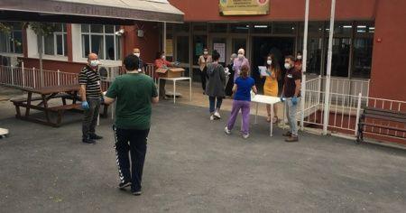 KPSS'ye giren adaylar sırada, yakınları dışarıda ter döktü