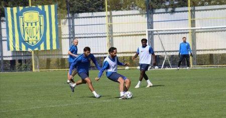 MKE Ankaragücü'nün yeni transferi Alper Potuk ilk antrenmanına çıktı