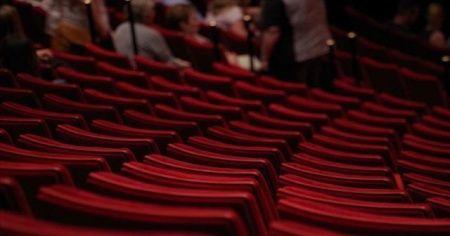 Tiyatro gösterimleri ile opera ve bale temsilleri il hıfzıssıhha kurullarının kararları dışına alındı