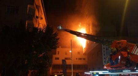 Ümraniye'de iş merkezinde korkutan yangın