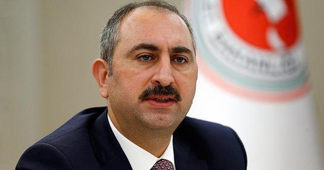Adalet Bakanı Gül'den Charlie Hebdo dergisine kınama