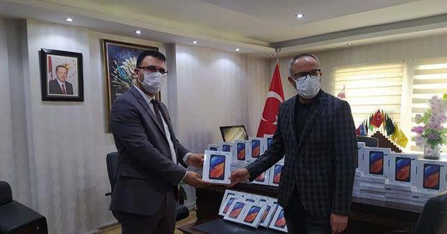Aladağ'da öğrencilere 100 tablet