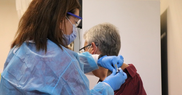 Almanya'da geliştirilen aşı Sakarya'da ilk gönüllüye yapıldı