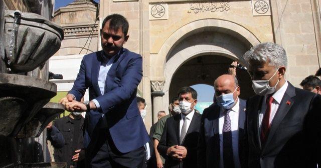 Bakan Kurum, Erzincan'da Terzibaba Türbesini ziyaret etti