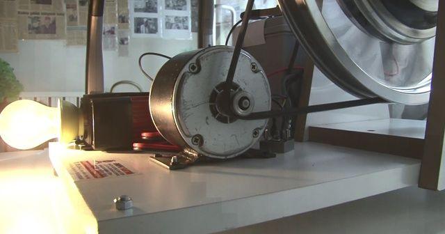 Elle taşınabilir elektrik üreten cihaz yaptı