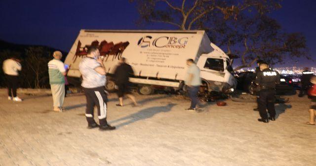 Freni boşalan kamyonun altında kalmaktan son anda kurtuldular