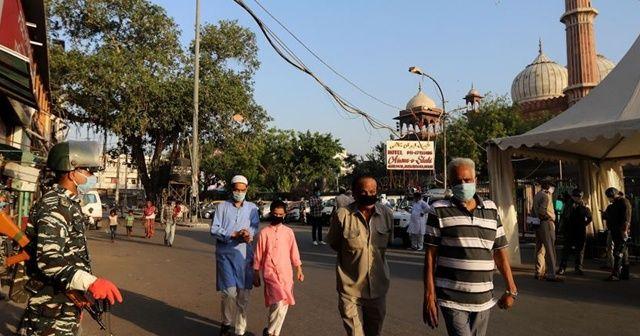 Kovid-19 nedeniyle son 24 saatte Hindistan'da 1033 kişi öldü
