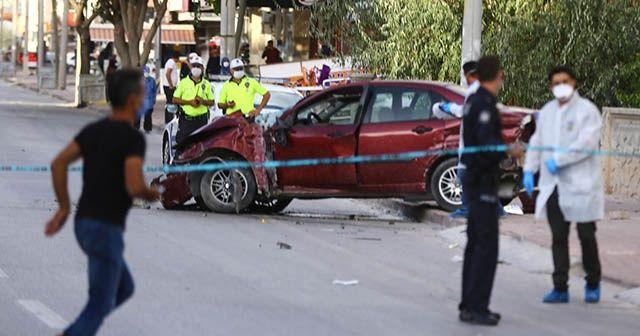 Otomobilin çarpması sonucu baba ve çocuk hayatını kaybetti