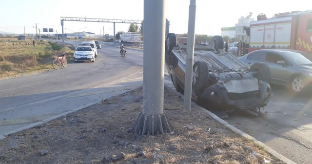 Otomobiller çarpıştı: 1 ölü, 1 yaralı