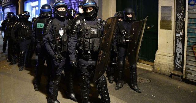 Paris'te sahte bomba alarmı ve mühimmat dolu çanta paniği