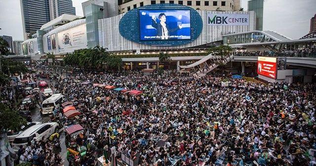 Protestocuların anayasal reform talebi kabul edildi