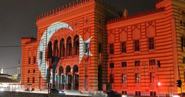 Saraybosna'nın sembollerinden Vijecnica'ya Türk bayrağı yansıtıldı