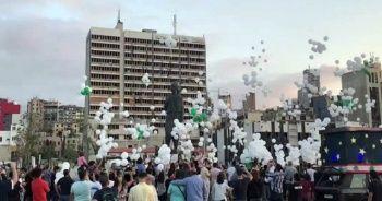 """Beyrut'taki patlamada hayatını kaybedenlerin ailesinden """"balonlu"""" anma"""