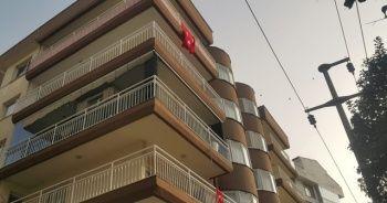 Cam balkon ustası elektrik akımına kapıldı