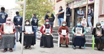 Diyarbakır'daki evlat nöbetine iki aile daha katıldı