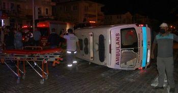 Hafif ticari araçla çarpışan ambulans devrildi: 6 yaralı