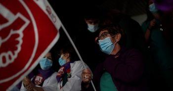 İspanya'da sağlık çalışanları, Kovid-19'la artan sorunlara karşı eylem yaptı