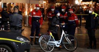 İtalya'nın Napoli kentinde sokağa çıkma yasağı olaylı başladı